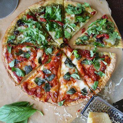 Pizza tomate séchée basilic roquette